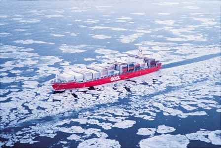 un buque en aguas polares