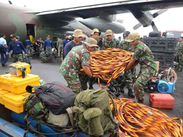 equipos de rescate del vuelo QZ8501 de AirAsia