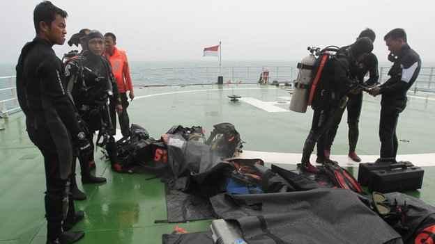 buzos de rescate de Indonesia