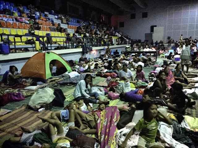 un centro de evacuación en Samar
