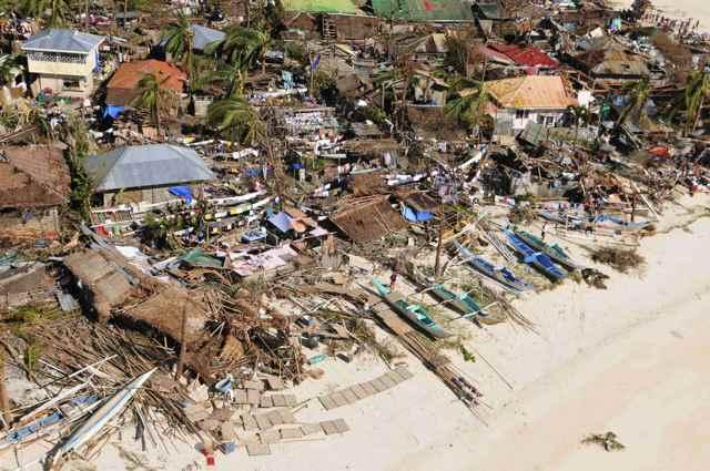 devastación en la costa de Filipinas tras el tifón Haiyan