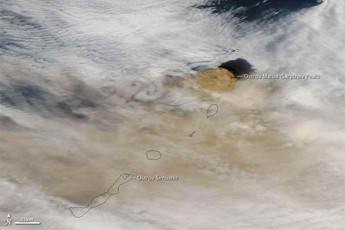 Erupción del volcán Sarychev, el 13 de junio de 2009