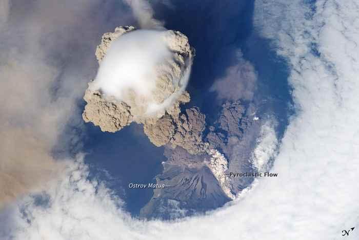 erupción del volcán Sarychev, junio de 2009