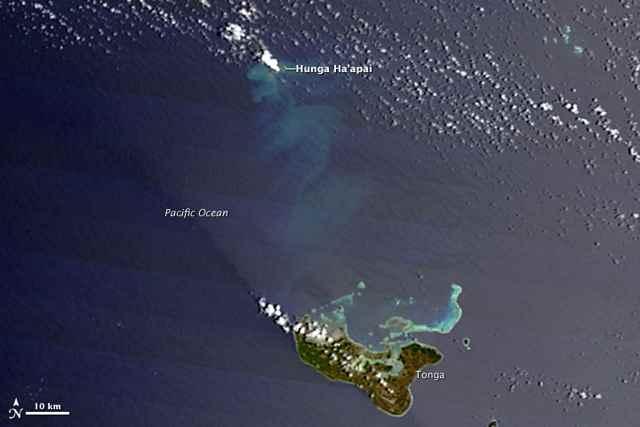 erupción volcánica en Tonga desde satélite