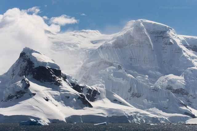 montañas de la Antártida por Alex Cornell