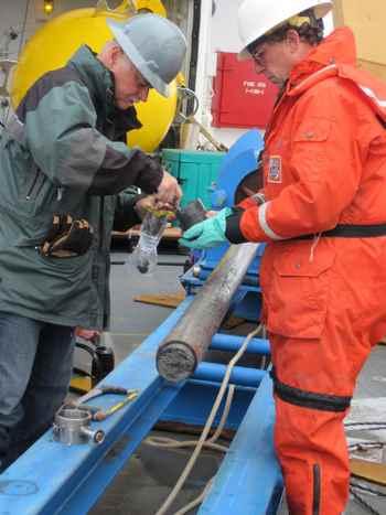 recgida de nucleo de sedimentos del fondo marino ártico