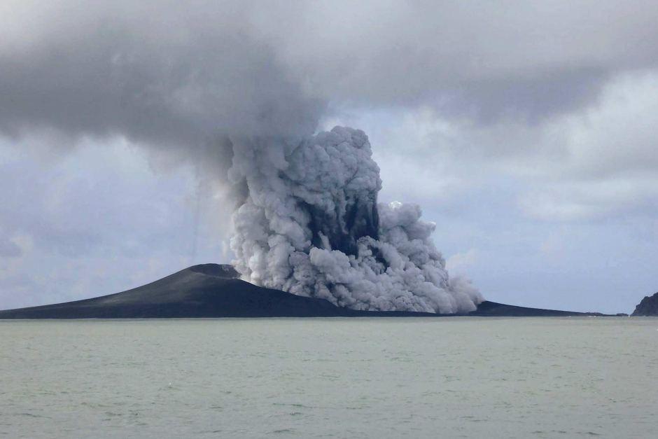 nueva isla por la erupción del volcán Hunga Ha'apai
