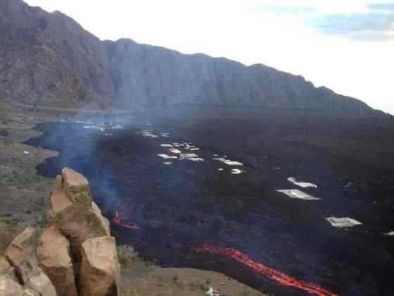 Portela engullida por la lava del volcán Fogo