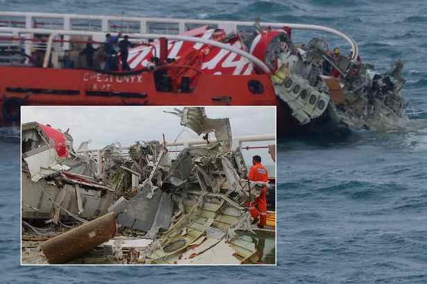 restos de la cola del vuelo QZ-8501 de AirAsia
