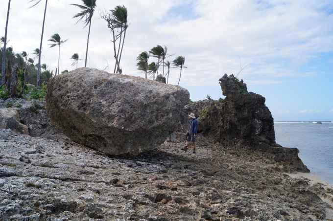 enorme roca movida por el súper tifón Haiyan
