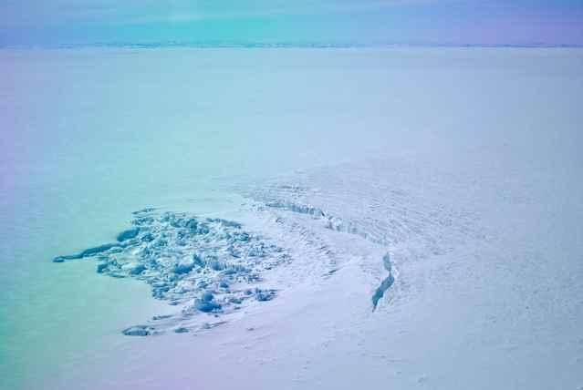 cráter de un lago bajo el hielo de Groenlandia