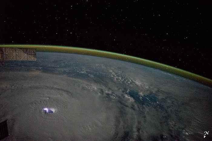 ojo eléctrico del ciclón Bansi