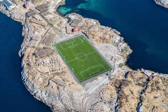 estadio de fútbol de Henningsvær