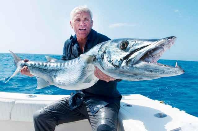 Jeremy Wade con una barracuda