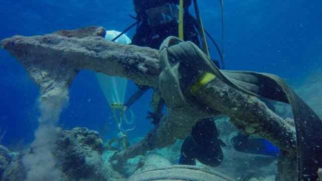 ancla de Cristóbal Colón recuperada en el Caribe