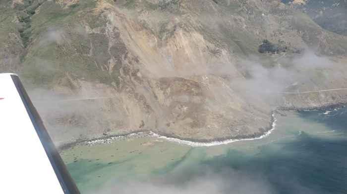 deslizamiento de tierras en carretera de California
