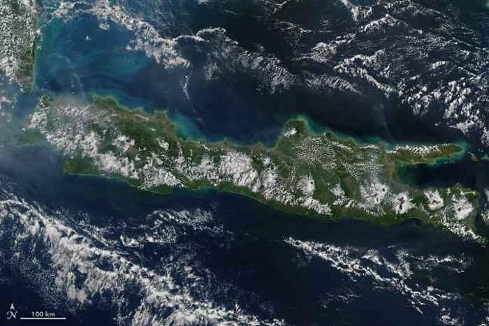 nubes sobre los volcanes en la Isla de Java - VIIRS