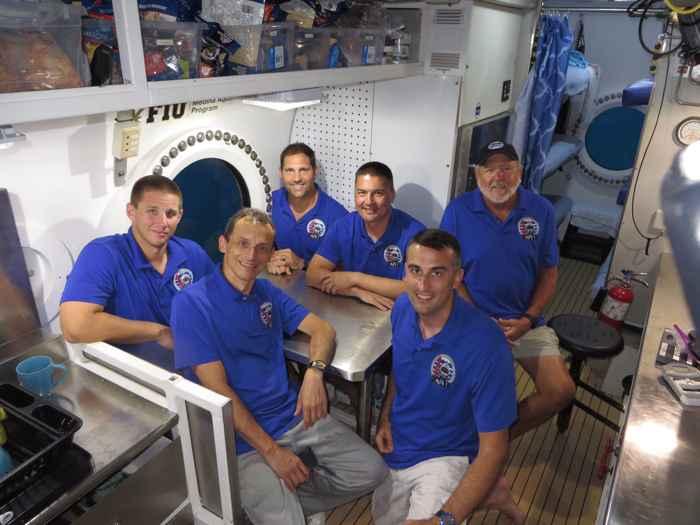 tripulación de la misión NEEMO 22