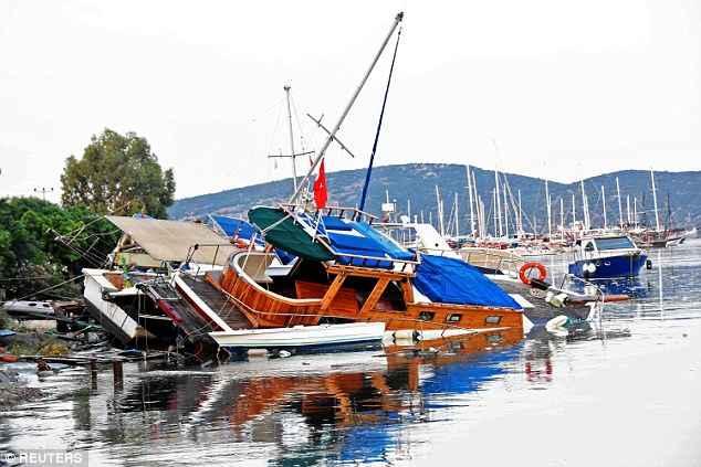 barcos destrozados en Gumbet, Turquía