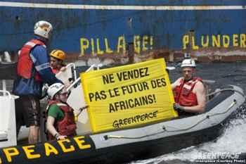 protesta de Greenpeace por la sobrepesca en África