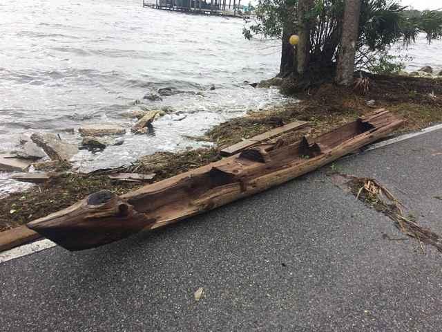 canoa varada en Florida por el huracán Irma