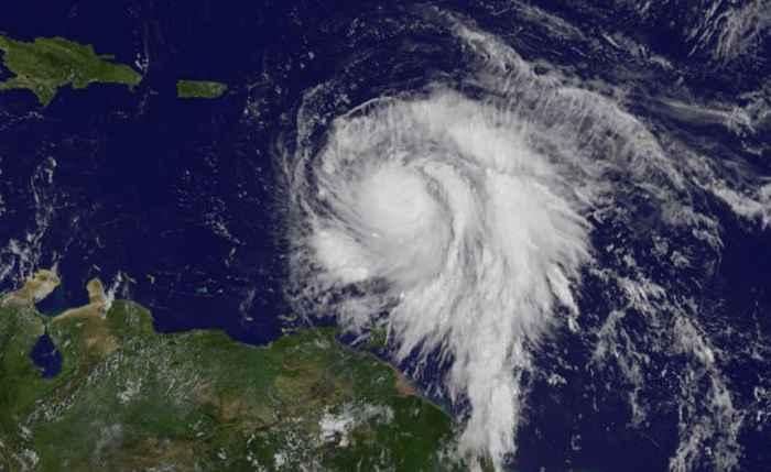 huracán María desde satélite