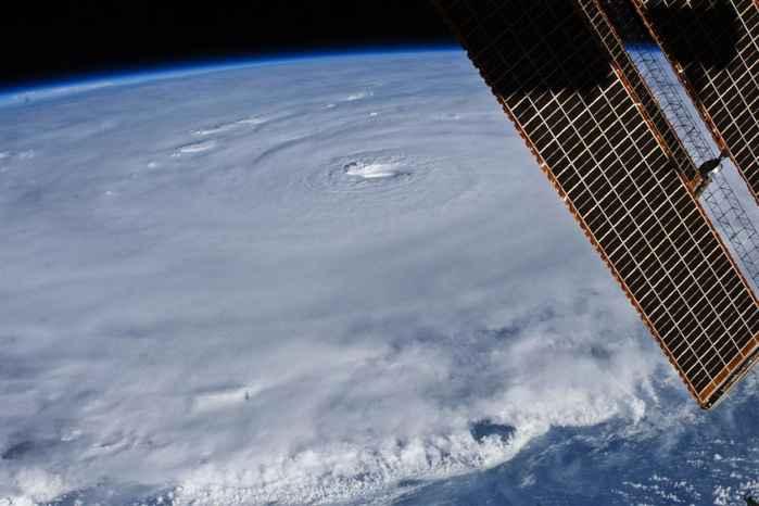 ojo de un huracán desde satélite