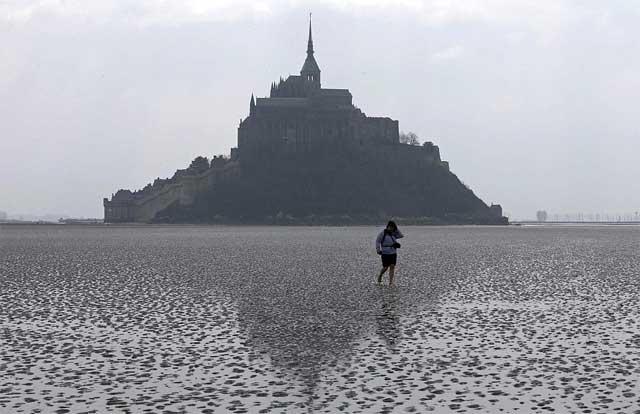 Mont Saint-Michel paseo durante la marea baja