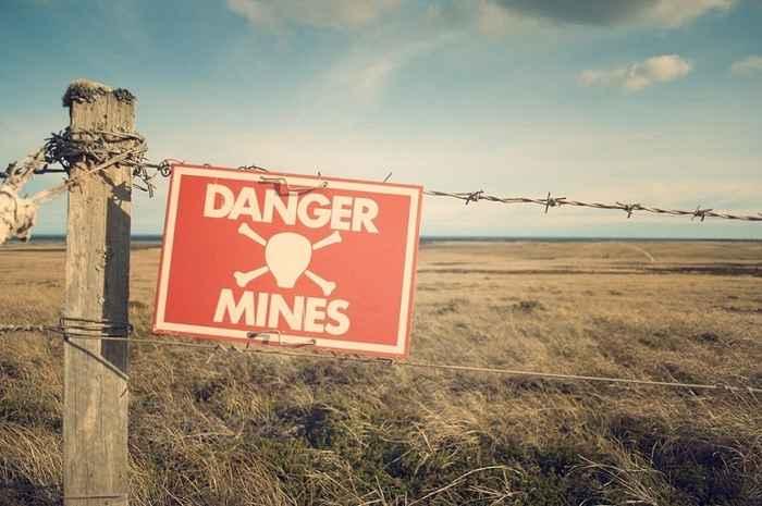 cartel de peligro de campo minado