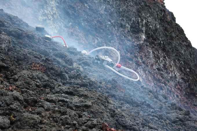 medida de gases en el cráter Bauguren, Holuhraun, Islandia