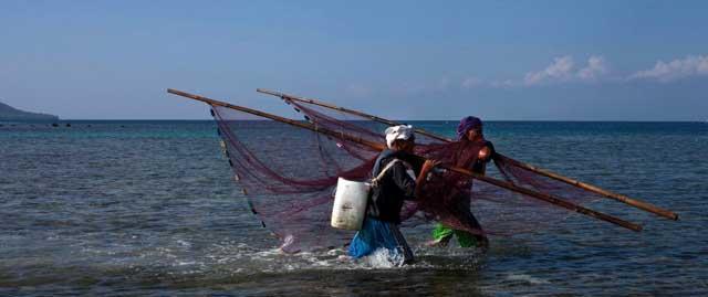 pescadores en Moalboal, Cebu - Filipinas