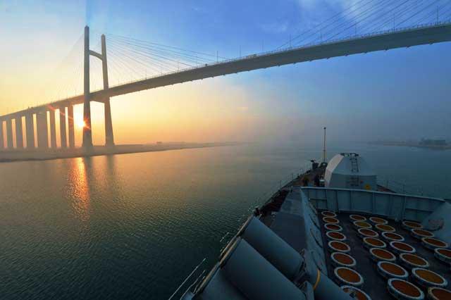puente Al Qantara en el Canal de Suez