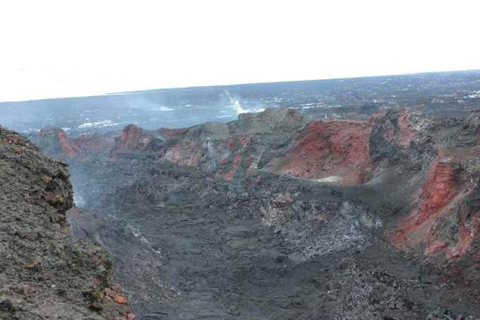 plumas de gases saliendo del cráter Baugur en Holuhraun, Islandia
