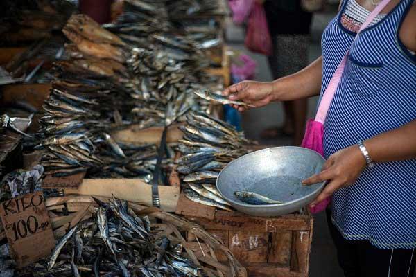 venta de pescado en Filipinas