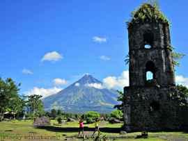 volcán Mayon y la iglesia de Cagsawa en la actualidad