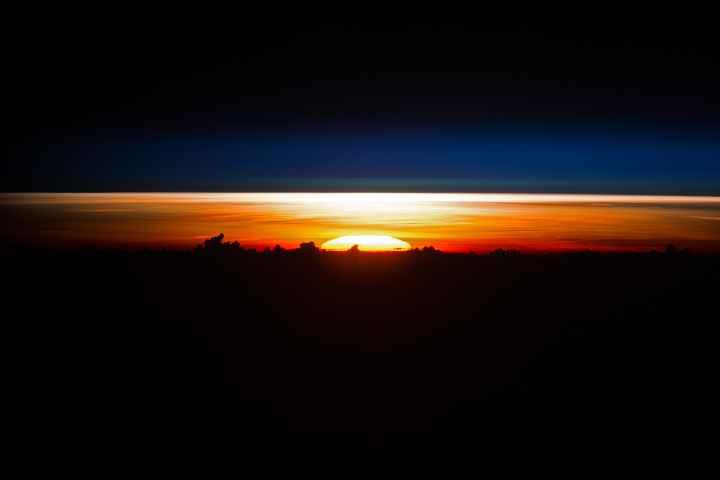 salida del Sol sobre el Mar de Filipinas