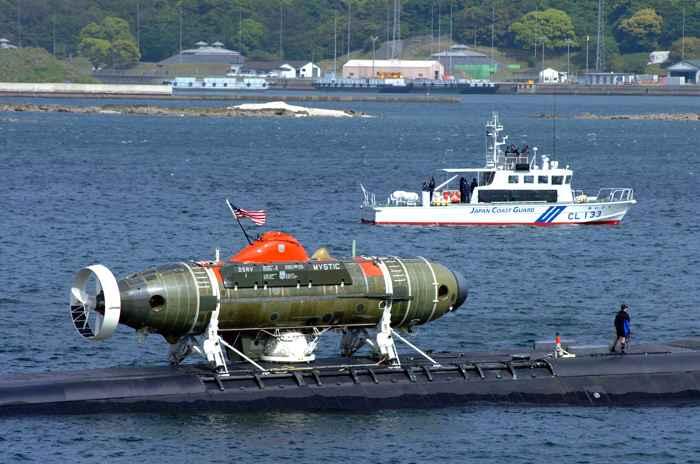 El DSRV Mystic transportado por un submarino