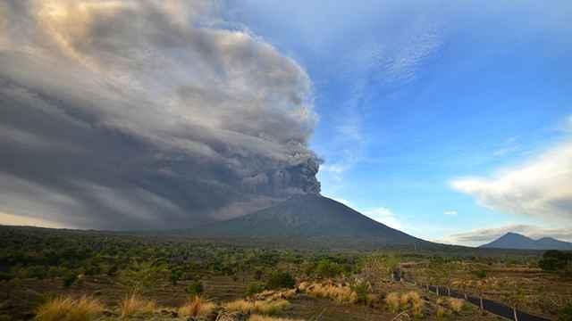 erupción del Monte Agung 28-11-2017