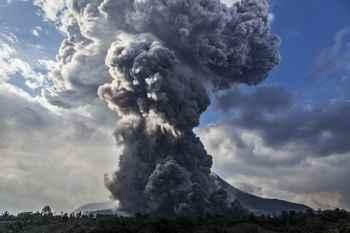 erupción en el Monte Agung 28-11-2017