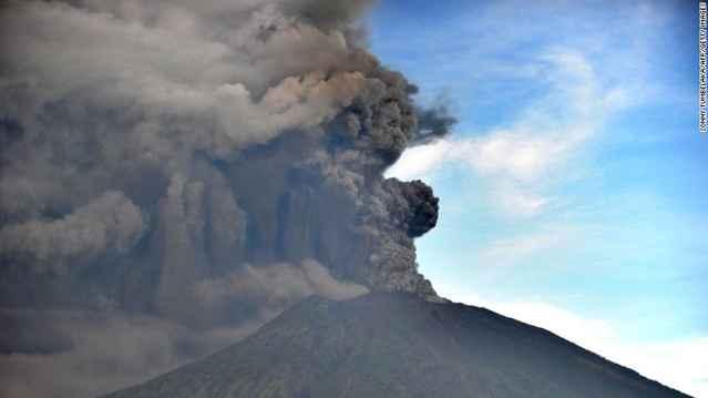 erupción del volcán Agung, nube de ceniza