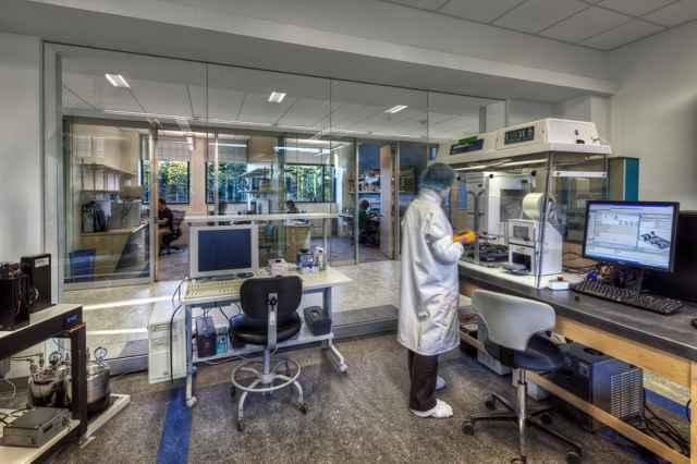 laboratorio de investigación de bacterias del océano oscuro