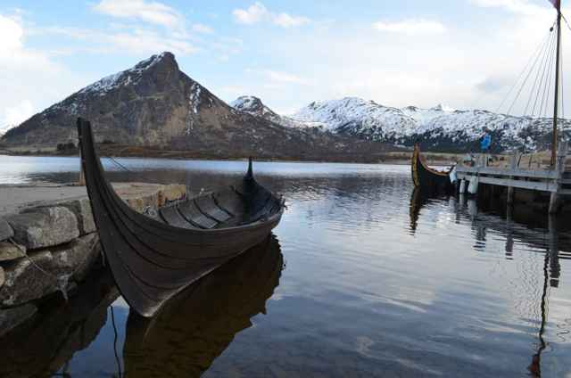 barcos vikingos en las islas Lofoten