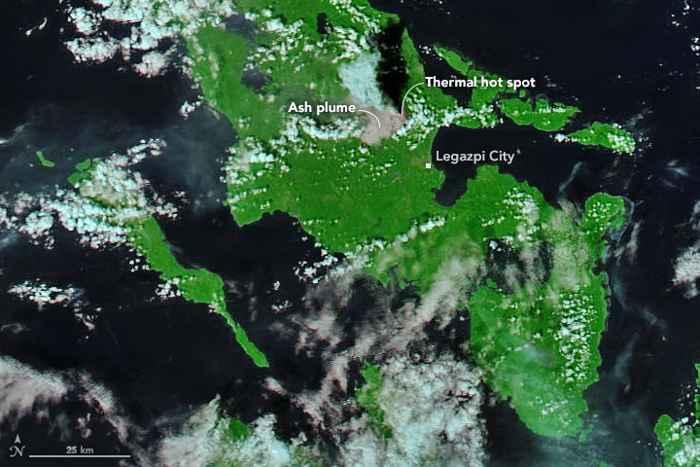 nube de  ceniza del volcán Mayon desde satélite