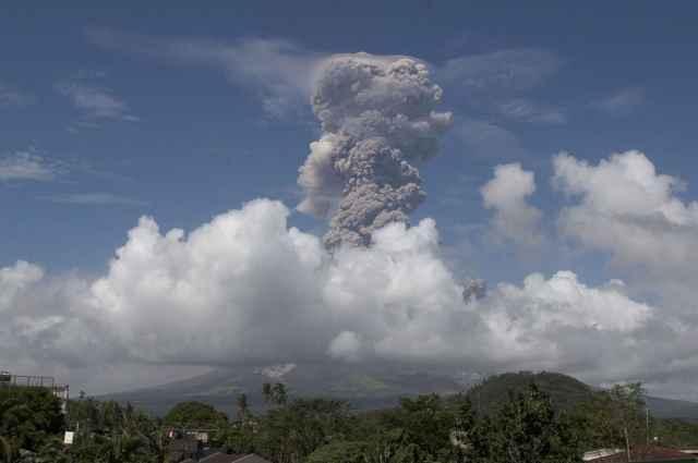 erupción del volcán Mayon 22-01-2018