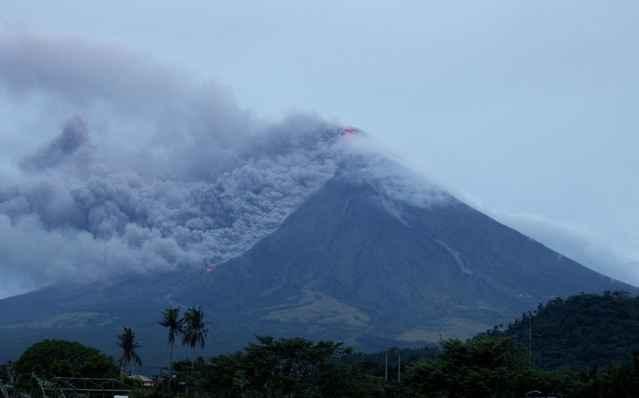 flujo piroclástico en el volcán Mayon