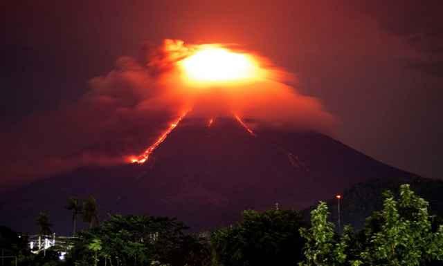 lava en la ladera del volcán Mayon, Filipinas