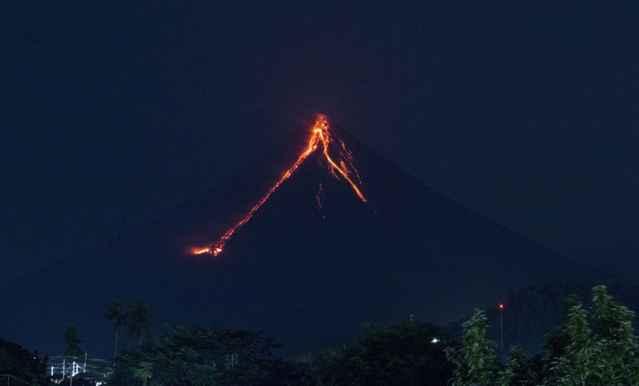 lava volcan Mayon 5