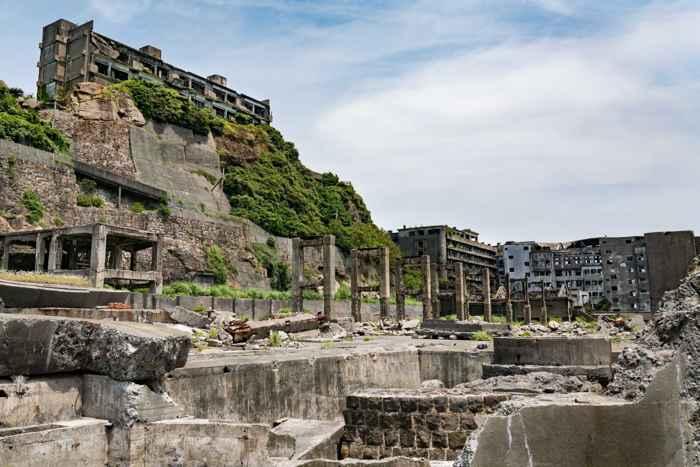 edificios abandonados en la Battleship Island, la Isla Acorazado