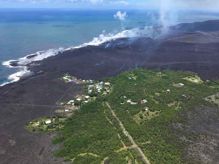 el Kilauea forma nueva tierra en la bahía de Kapoho