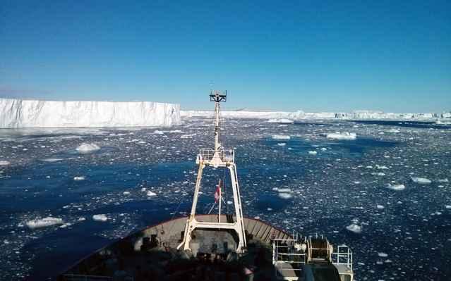 rompehielos RRS James Clark Ross en el glaciar Pine Island